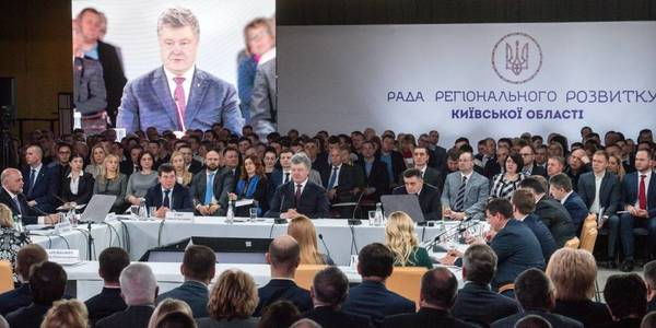 "President Poroshenko about new hromada leaders: ""They will come into politics with experience of real deeds that Ukraine needs"""