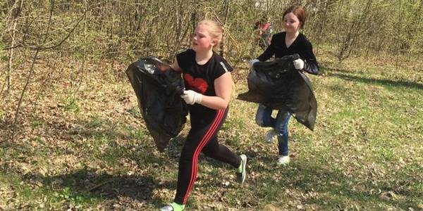 Ecological education and sport: pupils of Horodotska AH competed cleaning the local park