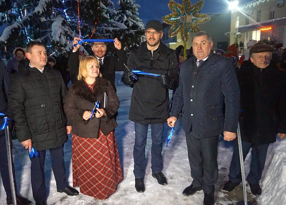 "Park with ""solar tree"" and biometric passport issue unit opened in Bilozerska AH"