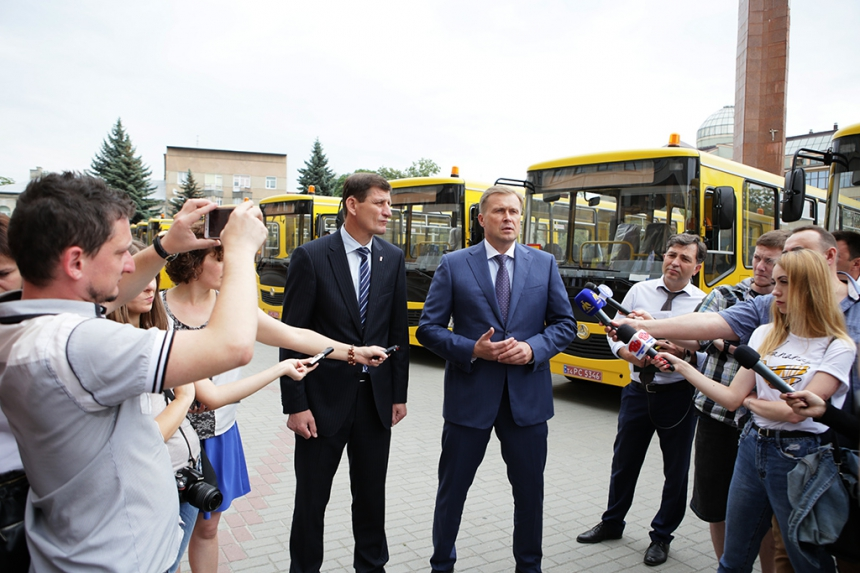 17 school buses passed to rayons and amalgamated hromadas of oblast