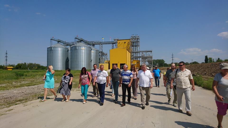 Grain, dairy and berry cooperatives presented to hromadas of Donetsk Oblast during study visit to Dnipropetrovsk Oblast