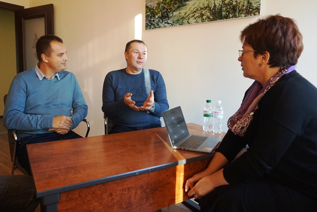 Experts and hromadas' representatives are discussing consolidation of Poltava Oblast's rayons