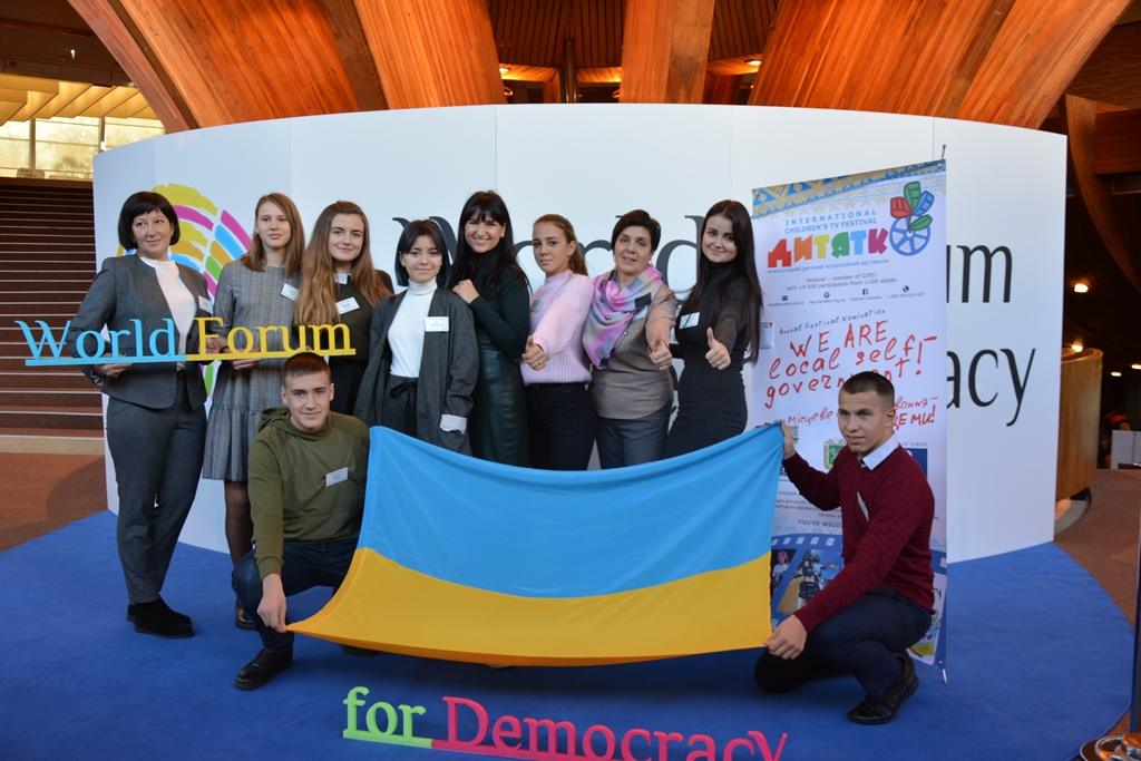 Youth and journalists, covering decentralisation, participated in the World Forum for Democracy 2018 in France